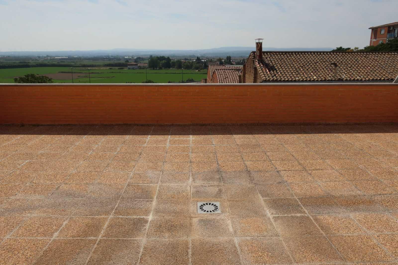 *Estupendo piso luminoso en la misma Plaza de Santa Isabel*